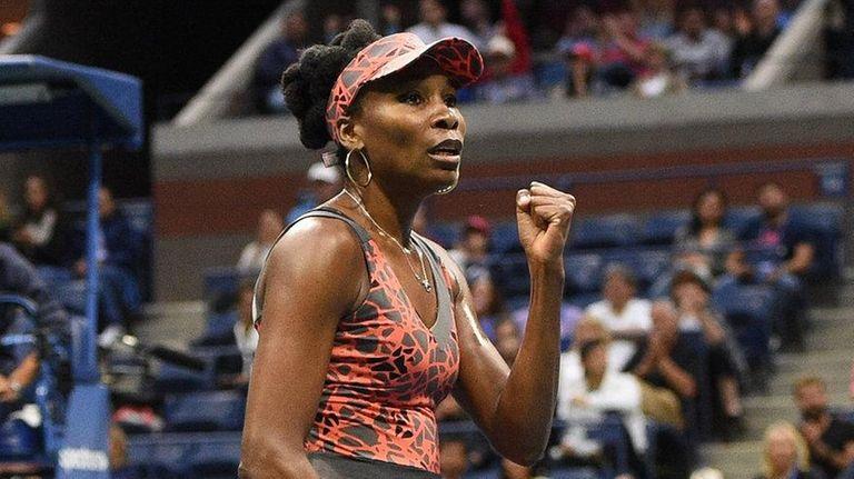 Venus Williams reacts against Carla Suarez Navarro during