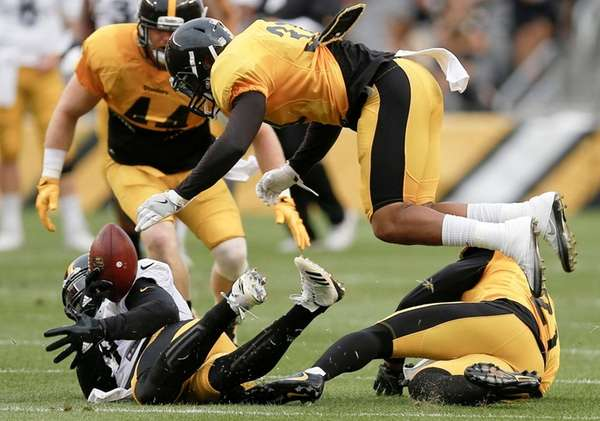 Steelers cornerback Ross Cockrell, top, dives for the