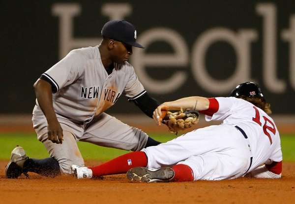 Yankees shortstop Didi Gregorius tags out the Red