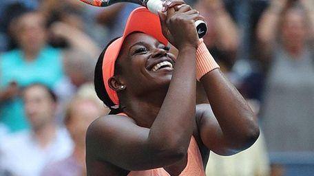 Sloane Stephens reacts after winning a third-set tiebreaker