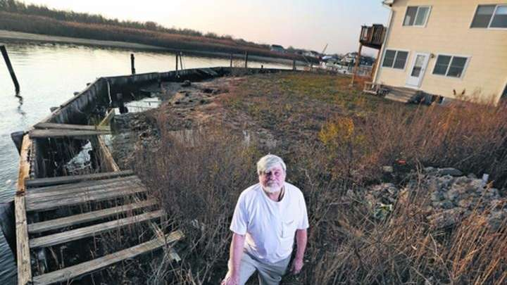 Lindenhurst Village residents question plans for Sandy funds | Newsday