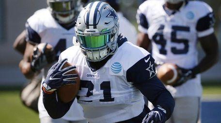 Cowboys running back Ezekiel Elliott takes part in