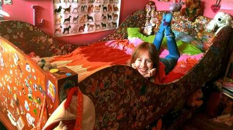 Kidsday reporter Lili Duggan decorated her bed with