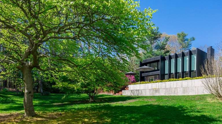 The 2,650-square-foot East Hampton home has a linear