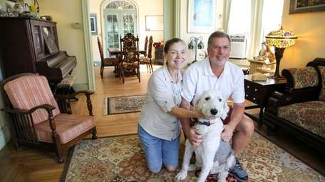 Bob Haim and his girlfriend, Liz Gorski, with
