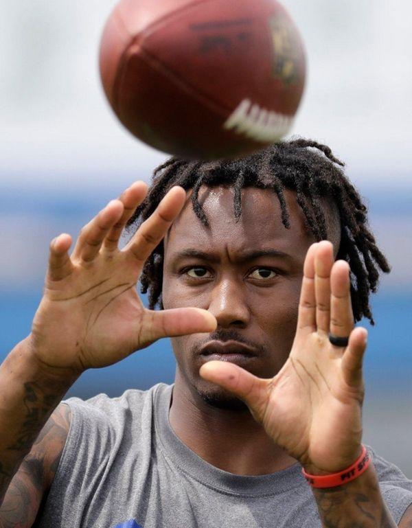 New York Giants wide receiver Brandon Marshall works