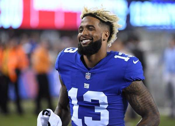 Beckham stretches with team for 1st time since ankle injury