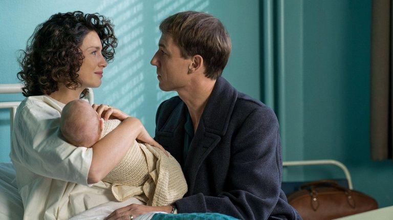 Caitriona Balfe and Tobias Menzies in Starz'