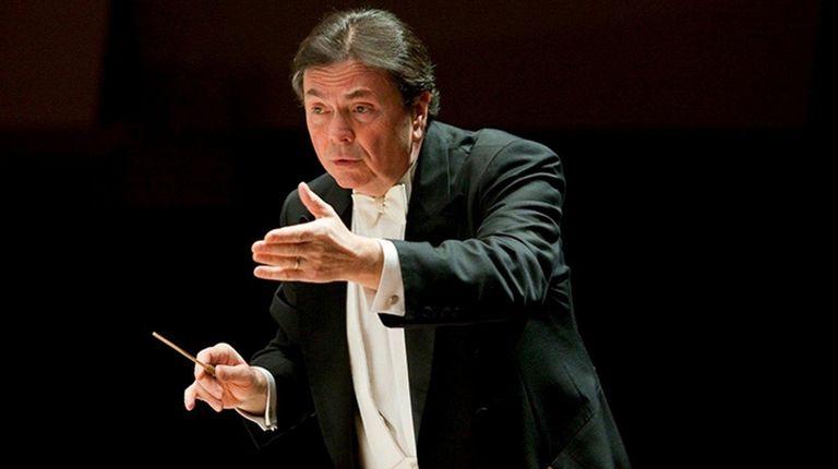 Gerard Schwarz conducts the Mozart Orchestra of New