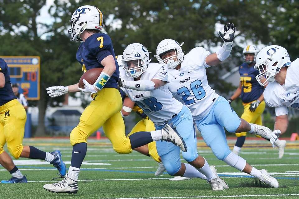 Garrett Gibbons #7 of Massapequa runs the ball