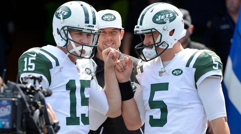 New York Jets quarterback Josh McCown (15) and