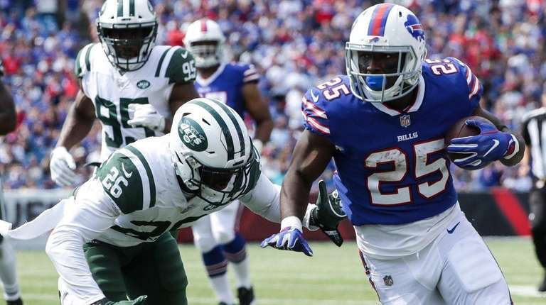 Marcus Maye of the Jets attempts to tackle