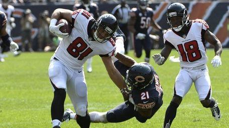 Austin Hooper of the Atlanta Falcons carries the