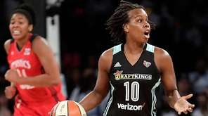 New York Liberty guard Epiphanny Prince (10) brings