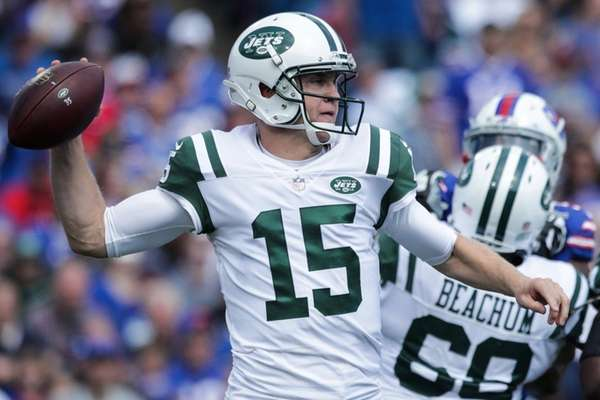 Josh McCownof theJets attempts to throw the ballagainst
