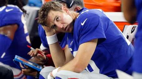Giants quarterback Eli Manning sits on the sideline