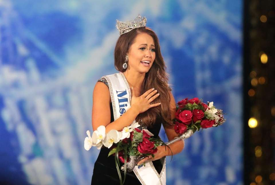 Miss North Dakota, Cara Mund, celebrates after being