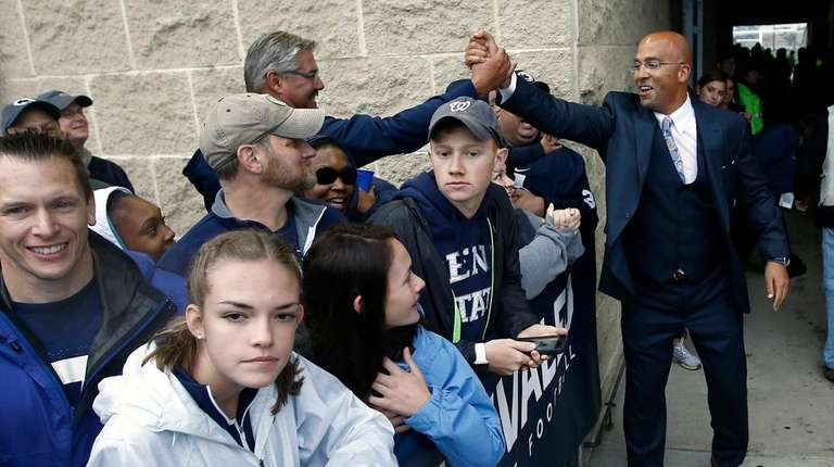Penn State head coach James Franklin, right, shakes