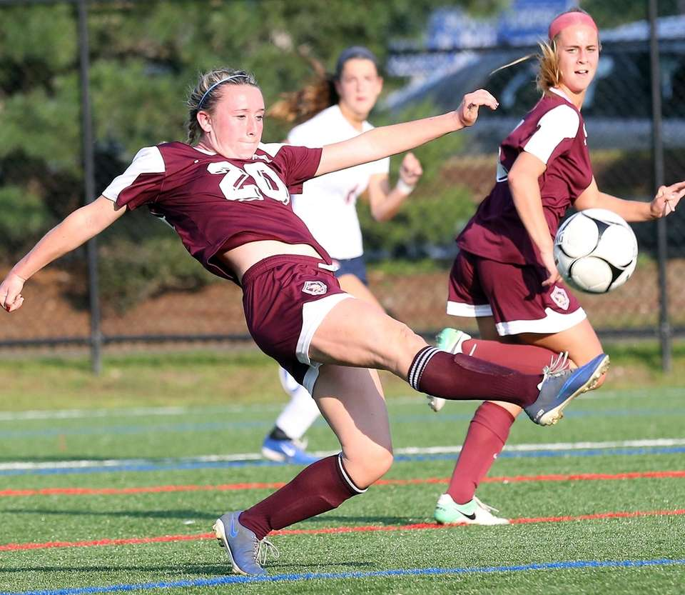 North Shore's Isabelle Glennon blasts a shot during