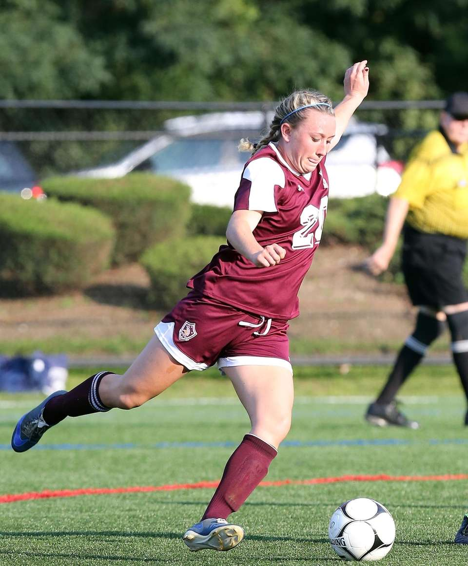 North Shore's Isabelle Glennon fires a shot during