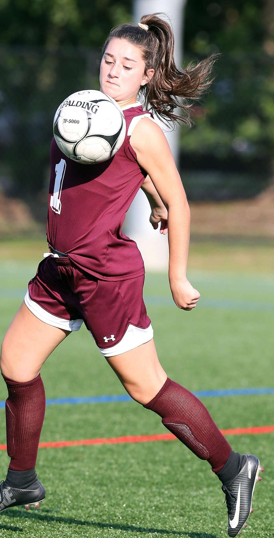 North Shore's Patricia Cammarano keeps the ball in