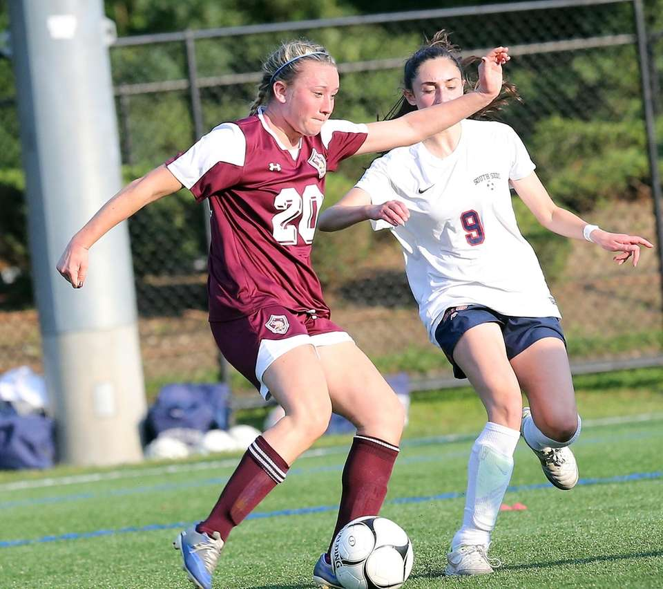 North Shore's Isabelle Glennon shoots during a game