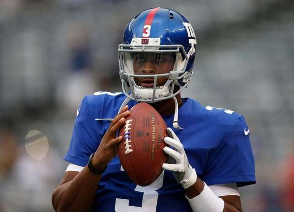 Geno Smith of the Giants warms up against