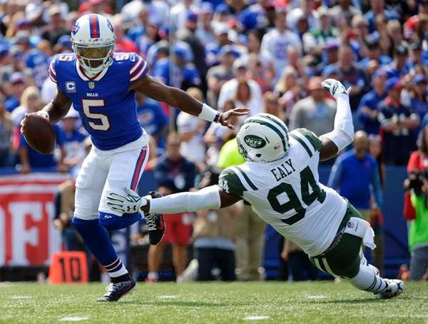 Bills quarterback Tyrod Taylor evades a sack by