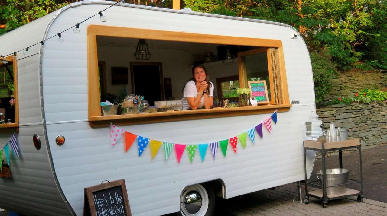 Long Island Couple Brings Vintage Cocktail Camper To Local