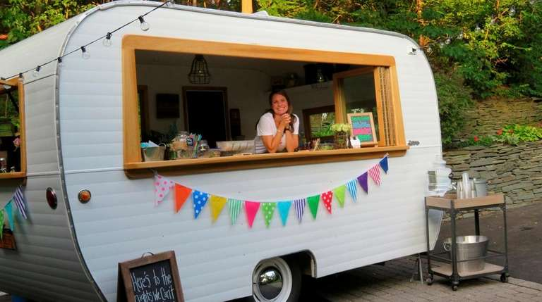 Long Island Couple Brings Vintage Cocktail Camper To Local Parties