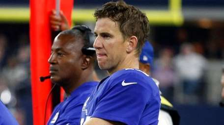 Giants quarterback Eli Manning watches play against the