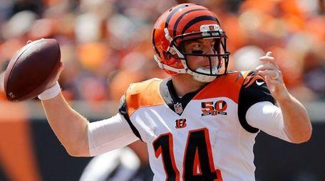 Andy Dalton of the Cincinnati Bengals throws a