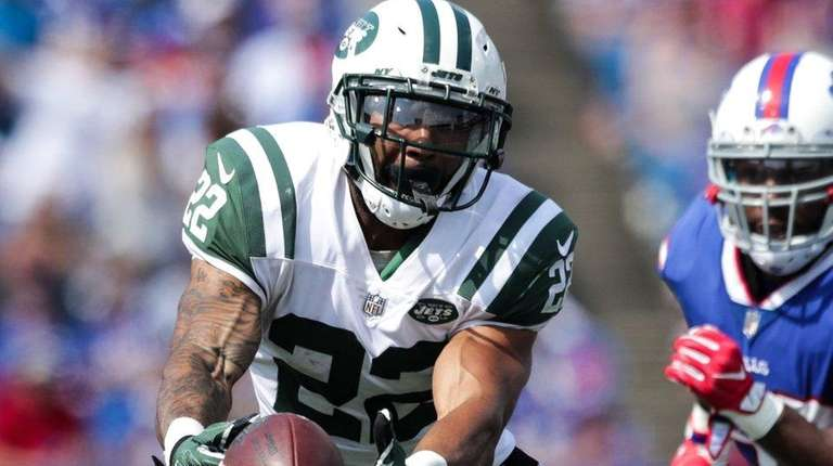 Jets running back Matt Forte attempts to catch the