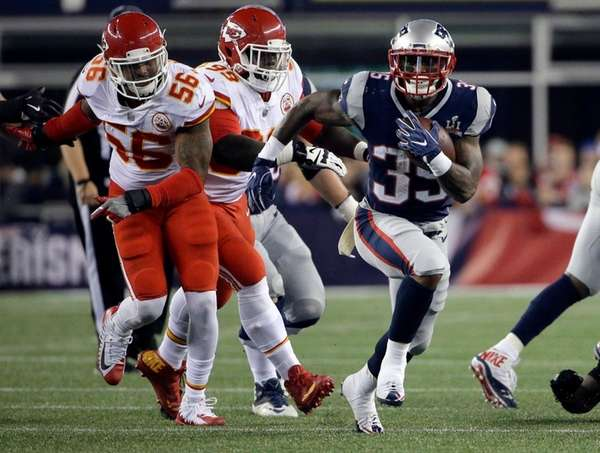 Patriots running back Mike Gillisleeruns the ballduring agame