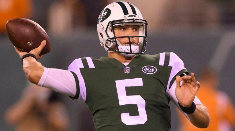 Jets quarterback Christian Hackenberg passes against the Eagles