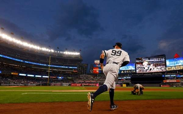 Yankees outfielder Aaron Judge takes the field for