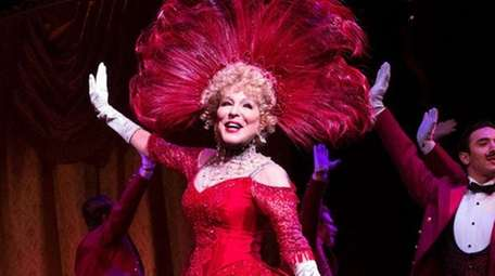 Bette Midler fell after two set pieces collided