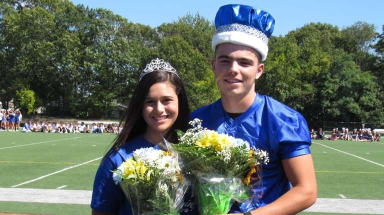 Hanna Hudson and Nick Alois were crowned homecoming