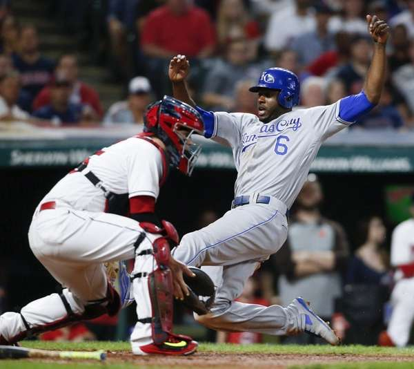 Royals' Lorenzo Cain scores on a single as