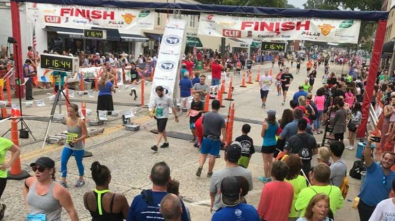Some of the 4,287 finishers pour through the
