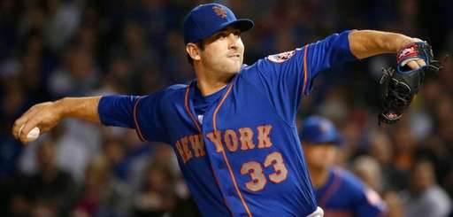 Mets starting pitcher Matt Harvey delivers against theCubs