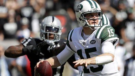 Jets quarterback Josh McCown passes against the Raiders