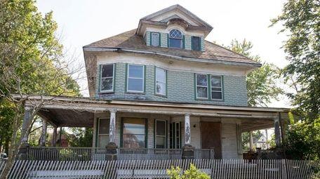 George Sumner Kellogg House at 960 Merrick Rd.