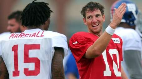 New York Giants quarterback Eli Manning (10) talks