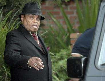 Michael Jackson's father, Joe Jackson, leaves the family