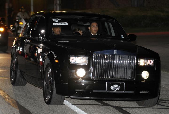 Joe Jackson and Michael Jackson's kids arrive at