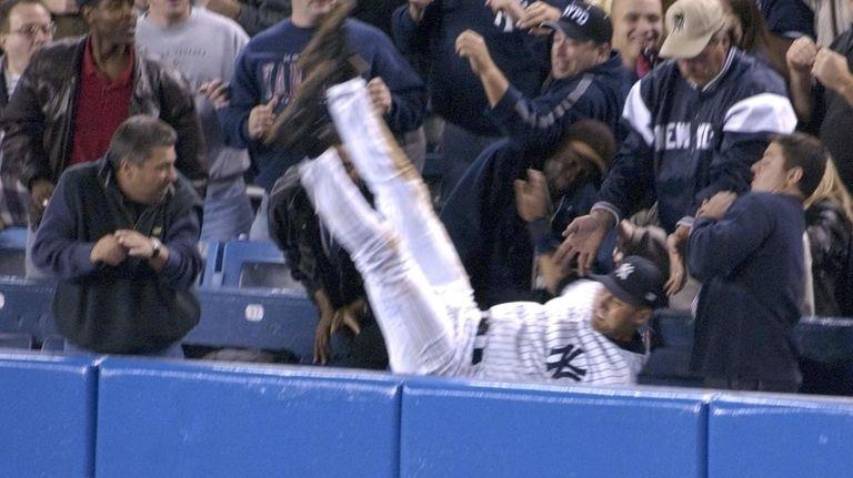 Yankees shortstop Derek Jeter catches a foul ball