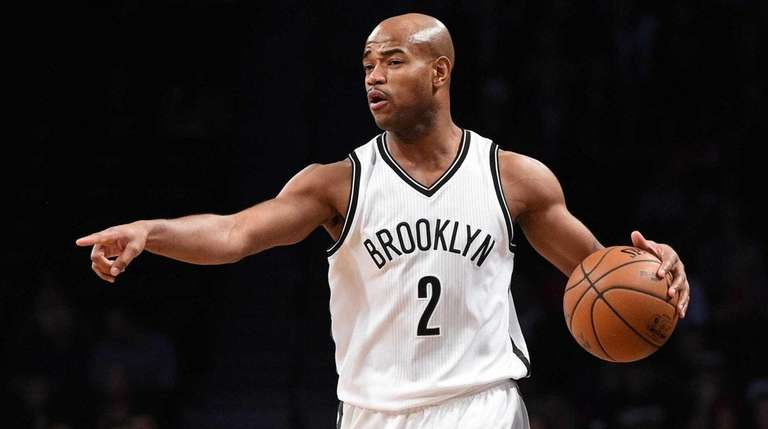 Jarrett Jack directs his teammates against the Pistons during