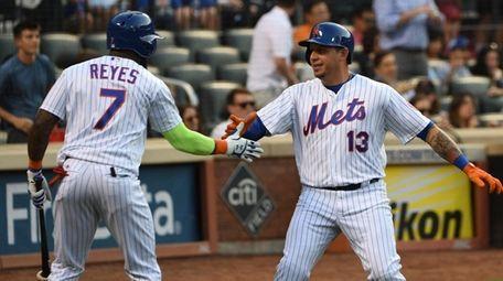 New York Mets third baseman Jose Reyes greets