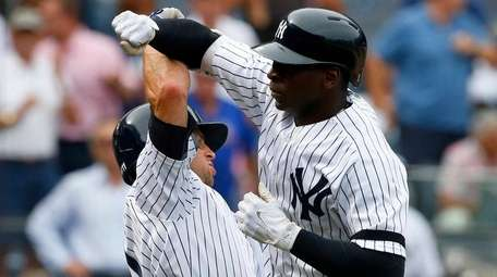 Yankees shortstop Didi Gregorius celebrates his home run